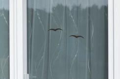 Insektenschutz Schiebetür mit Transpatec und Aufkleber als Durchlaufschutz im Detail